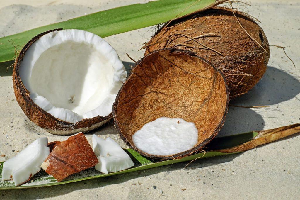 Кокосовое масло для волос - преимущества использования