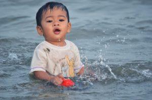 Ребенок в воде